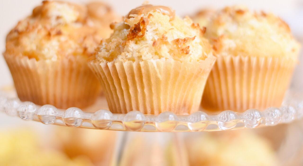 Muffins de coco y dulce de leche (arequipe / cajeta)
