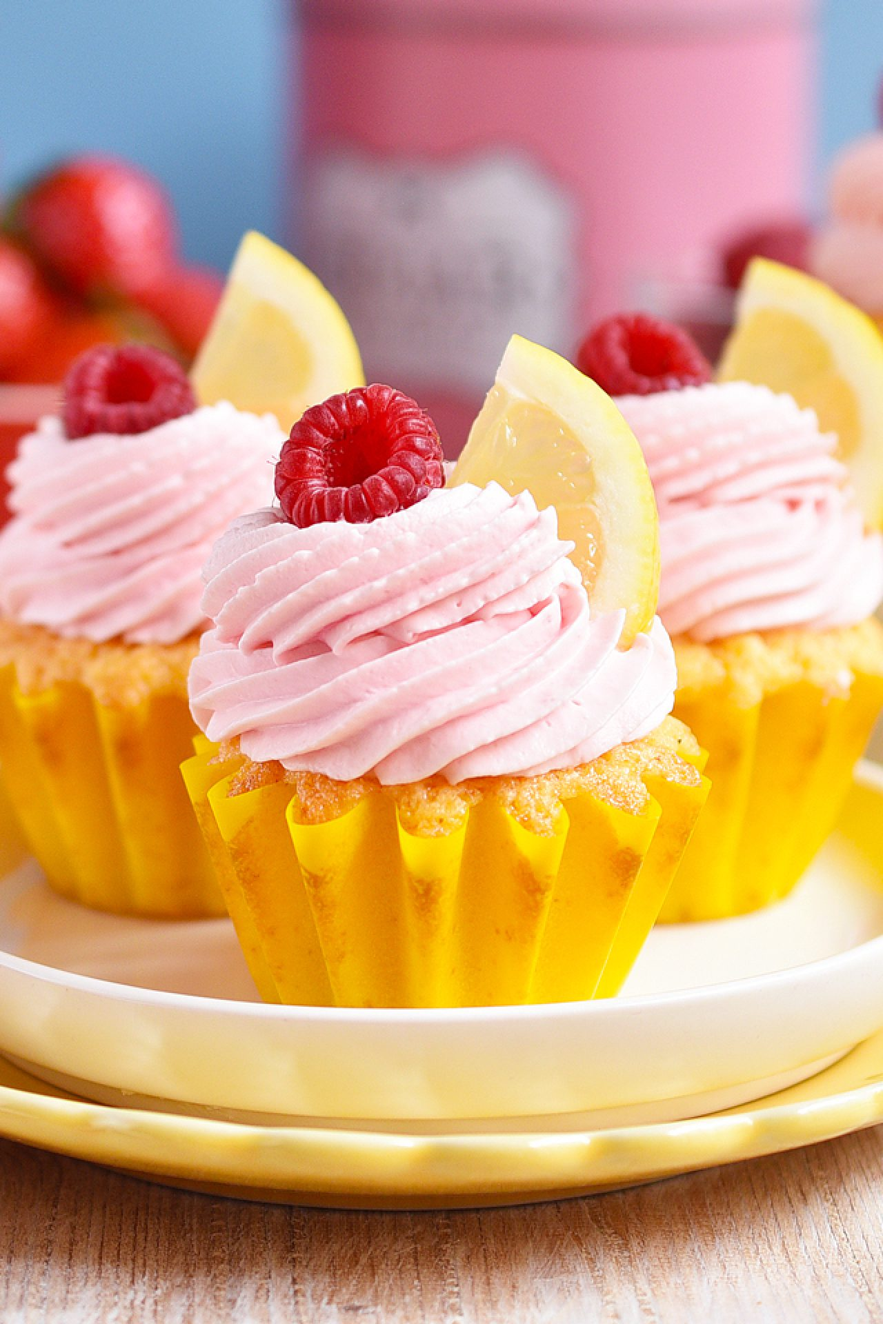 Cupcakes de limón con frosting de fresa