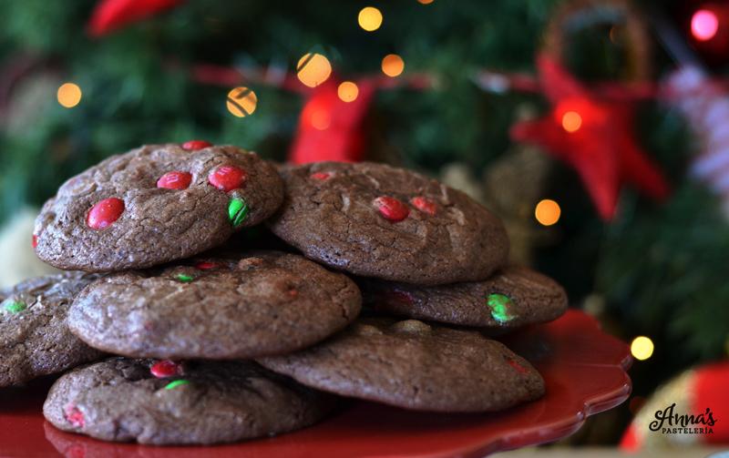 Galletas de brownie y M&M's (hechas con mezcla de cajita!) receta deliciosa y fácil de www.annaspasteleria.com