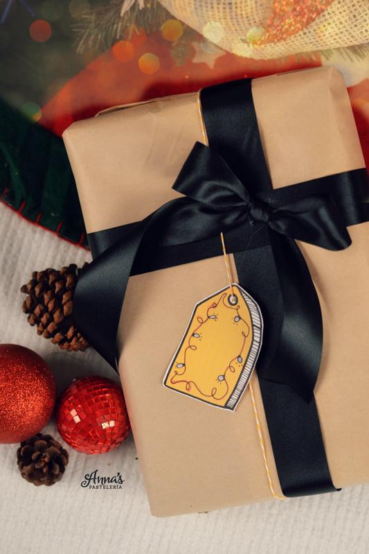 Etiquetas imprimibles para regalos de Navidad en www.annaspasteleria.com. FREE Printable gift tags for christmas from www.annaspasteleria.com