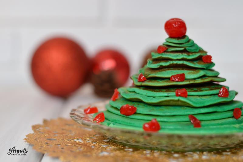 Panquecas / pancakes / tortitas en forma de árbol de Navidad, una idea preciosa y sencilla de www.annaspasteleria.com / Christmas tree pancakes