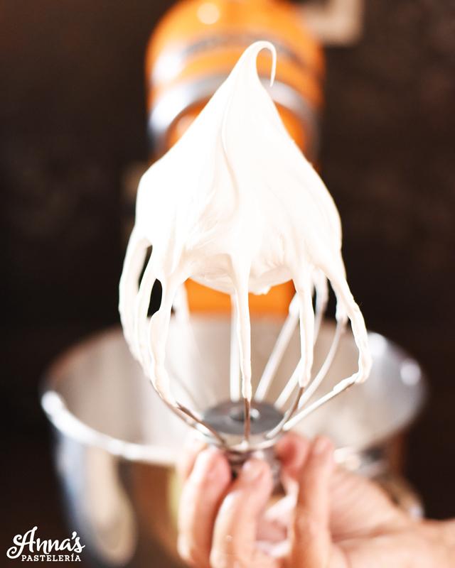 Como hacer el merengue suizo perfecto en annaspasteleria.com - perfect swiss merengue from annas pastelería