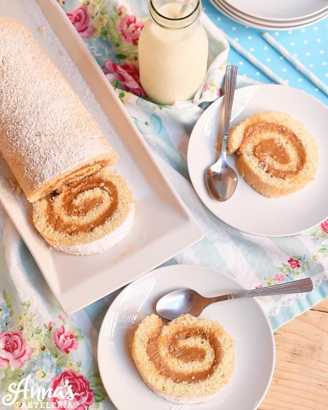 Receta de brazo gitano o brazo de la reina con dulce de leche!, puede rellenarse con cualquier otra cosa que quieran y es de Anaisa Lopez de annas pasteleria - Dulce de leche cake roll recipe from annaspasteleria.com