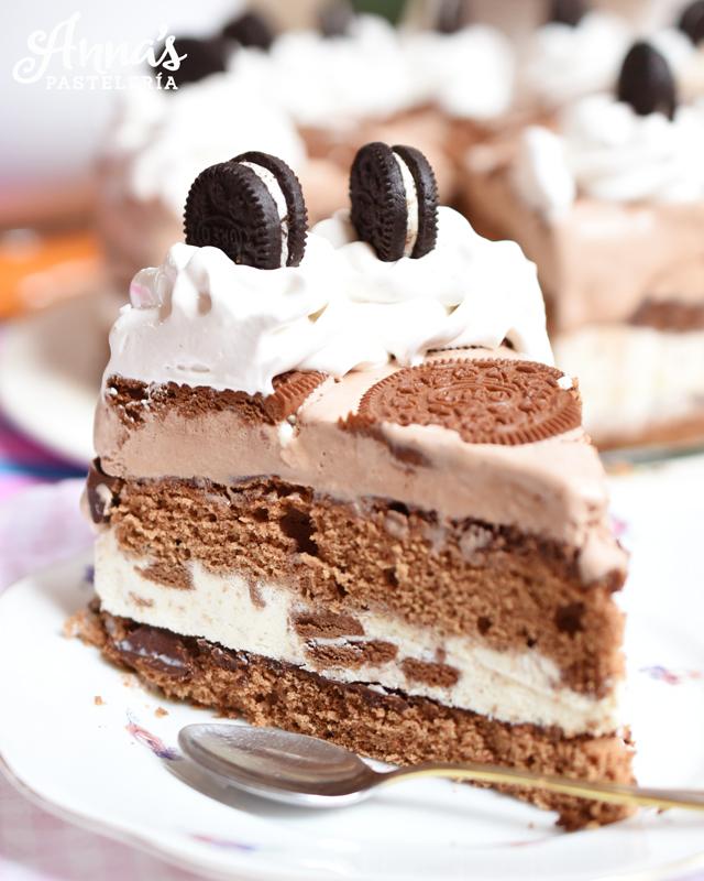 Torta helada de cookies and cream, deliciosa y super fácil de hacer (aunque Anaisa también enseña la receta de los helados si quieren hacerlos en casa con su heladera de KitchenAid!) - Oreo ice cream cake recipe from annaspasteleria.com