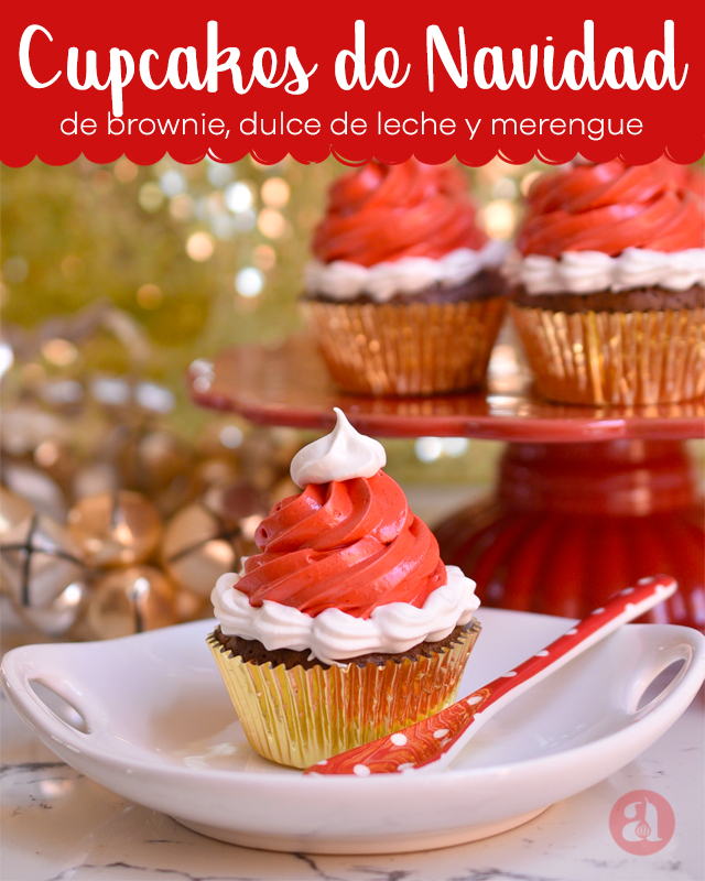 Cupcakes de navidad con forma de gorro de santa de Anaisa Lopez del blog Annas Pasteleria - Santa Hat Christmas Cupcakes from annaspasteleria.com - Cupcake decorating