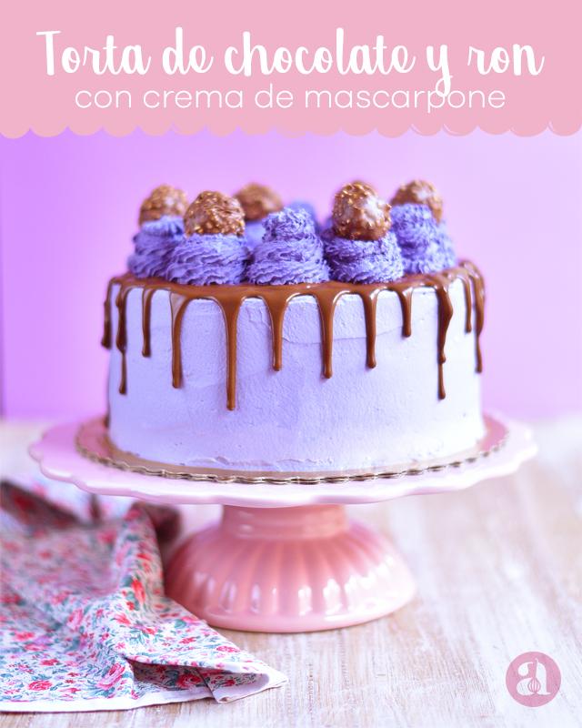 Bizcocho de chocolate al ron lleno de crema de queso mascarpone y chocolate, una receta HERMOSA y deliciosa de torta de cumpleaños de Anaisa Lopez del blog annaspasteleria - GORGEOUS and elegant purple drip cake from annaspasteleria.com